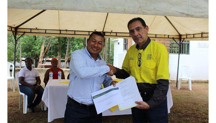 Comunidades negras de Boca de Uré, reciben terrenos donados por Cerro Matoso para proyectos productivos