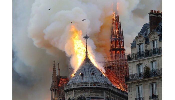En imágenes: Conmoción, arde Catedral de Notre Dame en París