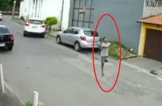 Sin impedimento: Vea la impresionante forma en que un hombre armado y con una sola pierna se roba un carro (Video)