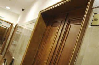 ¡A puerta cerrada! Corte ratifica que jueces pueden inadmitir a periodistas en audiencias