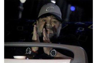 Armando Maradona fue retenido en aeropuerto de Buenos Aires