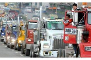 Camioneros iniciaron paro indefinido y aseguran que no negociarán sus peticiones