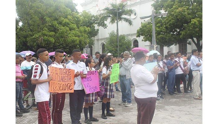 Docentes acudieron de forma masiva a la convocatoria para platón en Montería