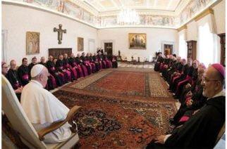 Nueva ley del vaticano obliga a miembros de la iglesia a denunciar abusos sexuales