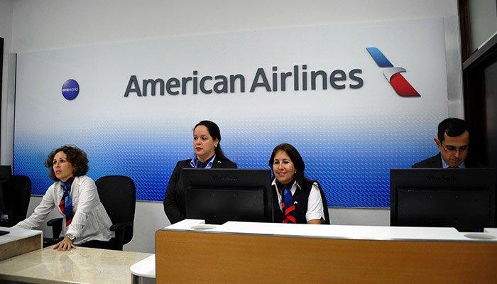 Tome precauciones: American Airlines ya no recibirá efectivo en los aeropuertos
