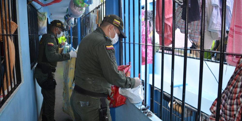 Hallan celulares, armas y medio millón de pesos durante toma de Las Mercedes