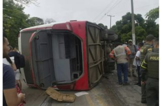 Buseta que iba de Montería a Cartagena se volcó en Sucre