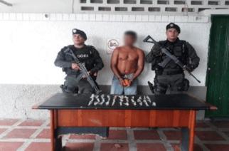 En el barrio Cantaclaro capturaron a un hombre que portaba estupefacientes