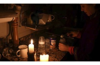 Casi 100.000 hogares siguen sin luz en Uruguay por el apagón ocasionado en Argentina