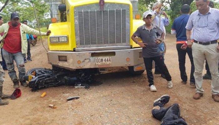 Choque entre motocicleta y tractomula dejó dos hermanos muertos en Puerto Libertador