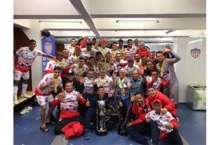 El brillo de la copa de la Liga Águila ilumina a 'La Arenosa'