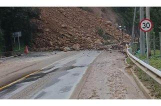 En el país hay 33 vías cerradas por época invernal