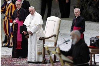 Papa Francisco regaña a sus embajadores por criticarlo a sus espaldas