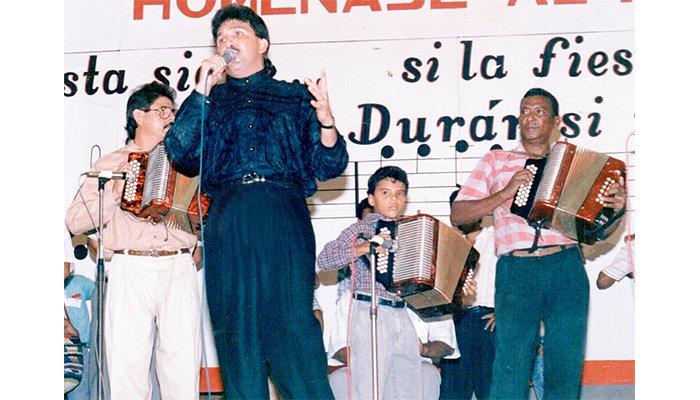 Llora el higuerón: Sentida serenata en la tumba de Rafael Orozco al cumplirse hoy 27 años desde su asesinato