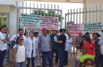 Empleados del Hospital Regional de San Marcos-Sucre protestan por falta de medicamentos y pago de nómina