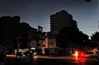 Apagón masivo dejó sin electricidad a Argentina y Uruguay