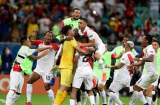 Perú eliminó en un controversial partido a Uruguay y se medirá ante Chile en las semifinales