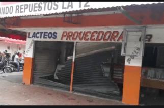 En video: Enfrentamientos en La Granja entre mototaxistas y un comerciante