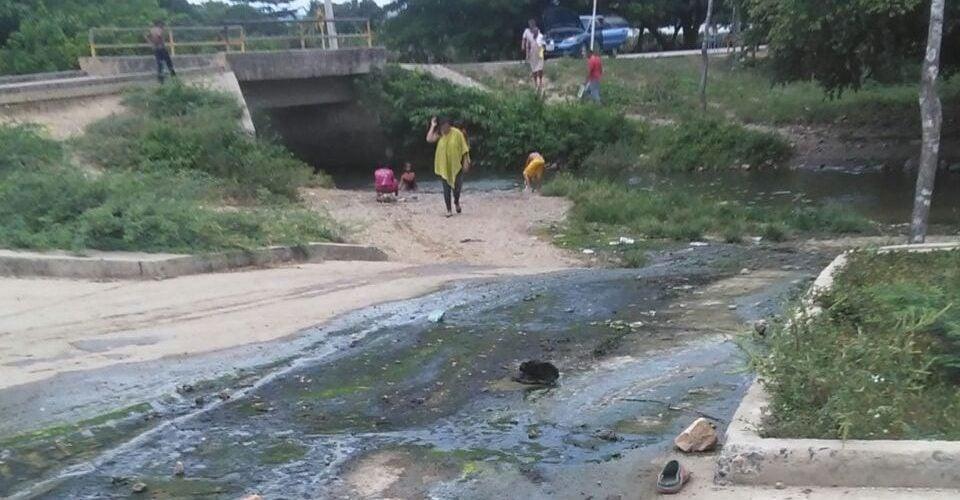 Vecinos de San José de Uré piden atención y denuncian vertimiento de aguas residuales a quebrada