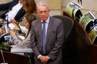 """Uribe afirma que Venezuela necesita """"salida de fuerza"""" y no diálogo"""