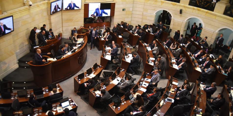 Duque firmó decreto para aumentar salario de congresistas en 4,5 % para 2019