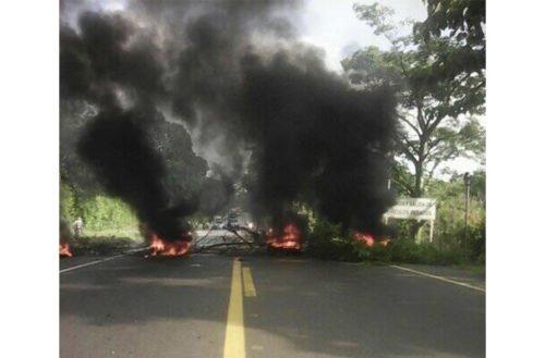 Bloquean la vía a Ciénaga de Oro por protestas contra Electricaribe