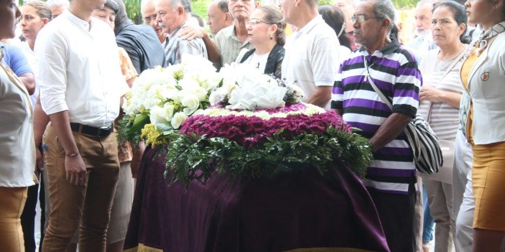 Entre oraciones, cánticos y aplausos fue despedido en Montería el gran Adolfo 'Fito' Berrocal