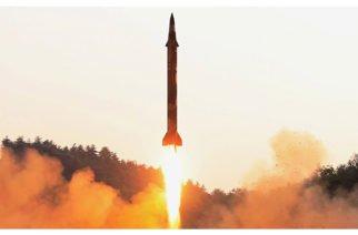 """Tensión: Corea del Norte lanza misil para """"advertir"""" a Corea del Sur"""