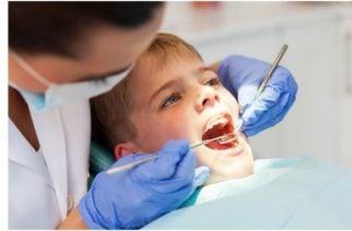 A niño de siete años le sacaron 500 dientes de su boca en la ciudad de Chennai