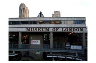 Adolescente es acusado de intento de homicidio por arrojar a un niño desde el piso 10 en el Museo de Londres