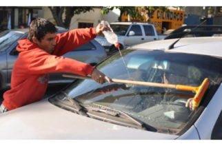 Arturo Mercado anunció que desplegarán a la Policía para quitar a los vendedores ambulantes de los semáforos