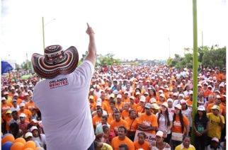 Córdoba da multitudinario apoyo a Orlando Benítez durante recorrido por municipios