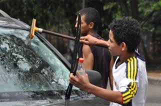 Menores son utilizados para trabajar en semáforos de Montería: ICBF rescató a cinco infantes