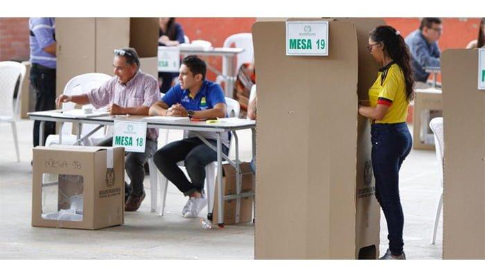 Pese a orden del CNE, registrador anuncia que no se exigirá firma ni huella en las elecciones de octubre