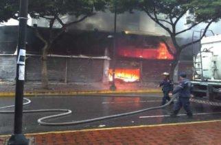 Bomberos logran controlar un  incendio en Bogotá