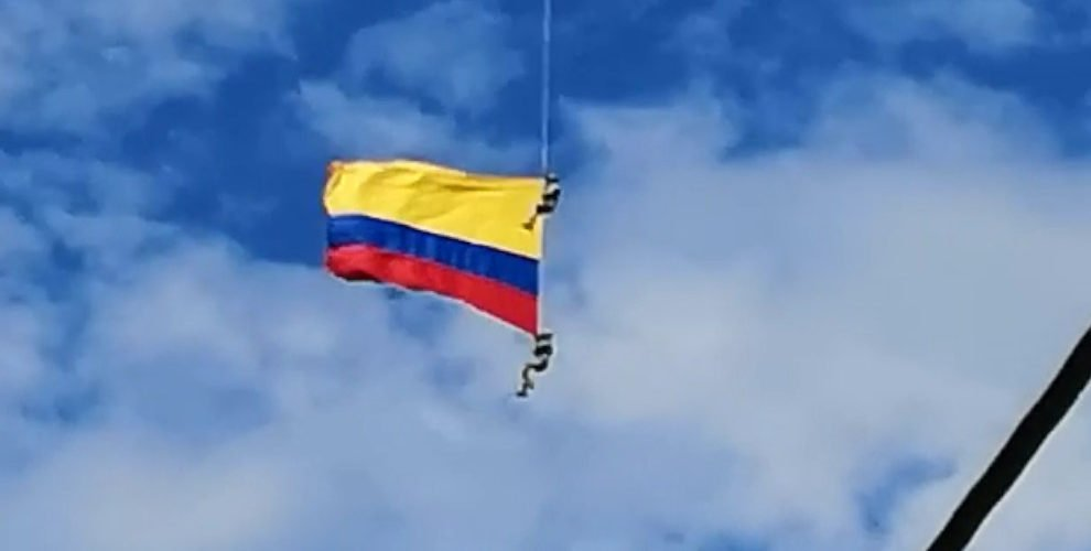Dos militares pierden la vida en show aéreo en la Feria de las Flores en Medellín