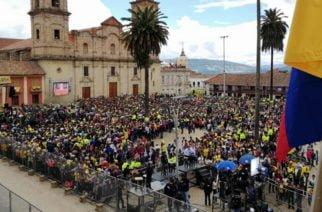 ¡Zipaquirá está de fiesta! Una multitud se concentra en la Plaza Los Comuneros para homenajear al campeón Egan Bernal