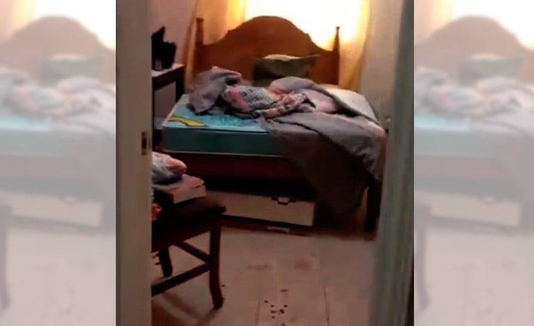 Un hombre fue encontrado muerto envuelto en bolsas plásticas debajo  de su cama en Cali