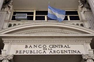 Presidente Macri restringió compra de dólares en Argentina