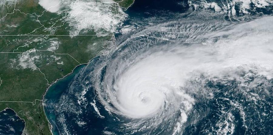 Huracán Humberto amenaza a EE.UU. con fuerte oleaje