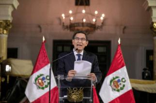 Presidente de Perú disolvió el Congreso y los parlamentarios lo suspendieron de sus funciones