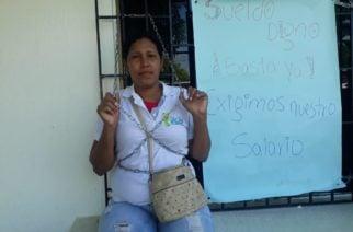 En paro y encadenados empleados del Hospital San José de Tierralta protestan por retraso en pago de salarios