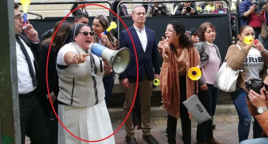 """Continúa indagatoria: Hay protestas y monja pide que dejen de perseguir al """"sagrado Uribe"""""""