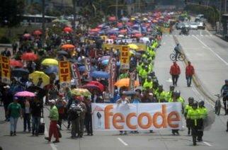 Estudiantes, sindicatos y grupos indígenas se concentran para marchar hoy en Bogotá en contra del Gobierno