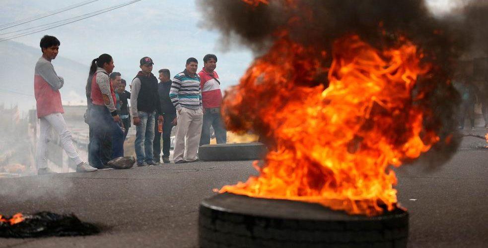 Continúan vías cerradas en Ecuador: Hoy marcharán para seguir protestando contra el decreto de Lenín Moreno