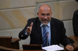 Senador Barreras impulsa moción de censura contra el ministro de Defensa