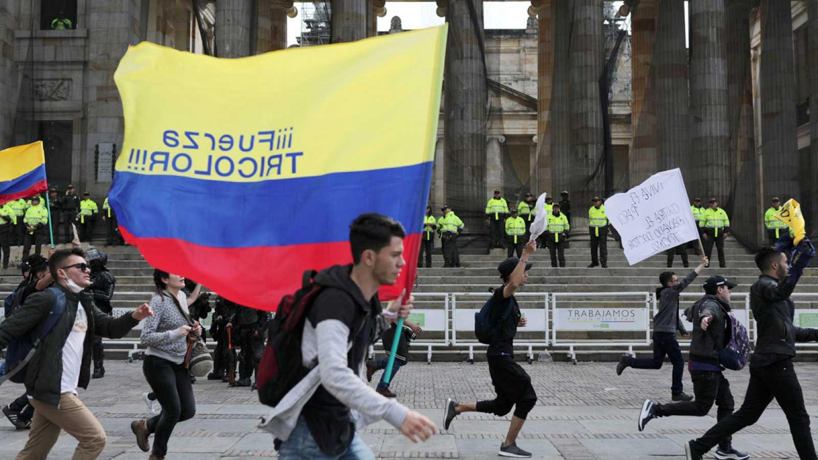 Colombianos protestas para exigir derechos al Gobierno.