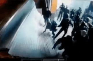 En video: El impresionante momento en el que vándalos irrumpen con un bus en un supermercado de Bogotá