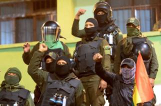 Policías de Bolivia se alzan contra Evo Morales para exigir aumento salarial