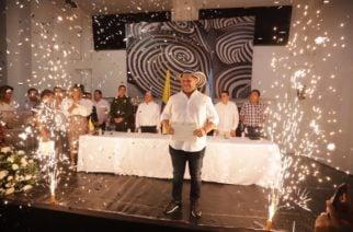 «Gracias por acompañarnos en este camino»: Orlando Benítez tras recibir su credencial como gobernador